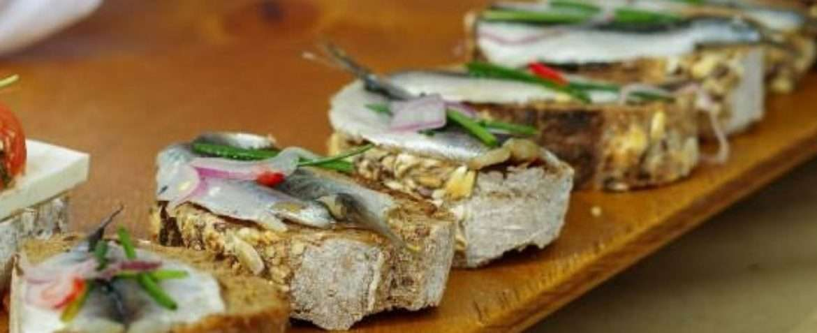 Canapé with herring