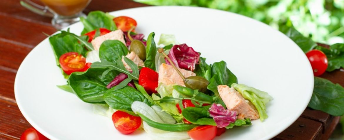 Salad with baked salmon