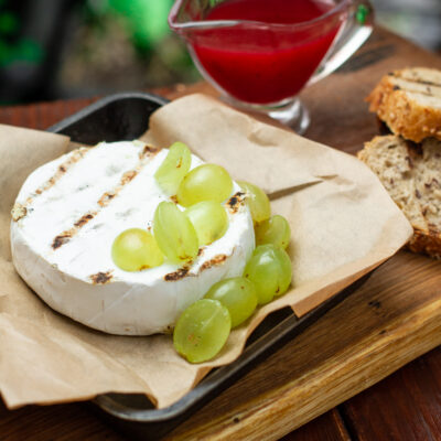Camembert cheese grilled with sauce of cranberries